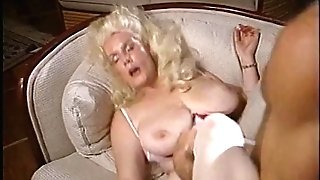 Matures lady gets boy to slurp and suck on her puss hard and prompt