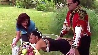 Carmen Loves Intercourse In The Garden